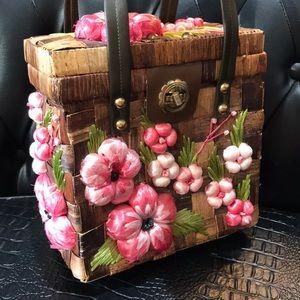Adorable weaved vintage purse